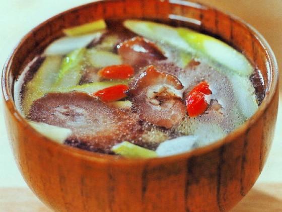 芦笋海参汤的做法