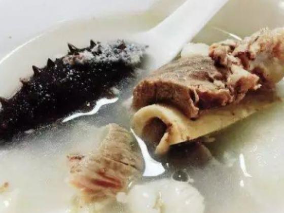 深秋美食之:海参萝卜排骨汤