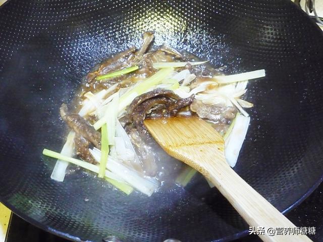 糖食谱:葱烧海参的做法