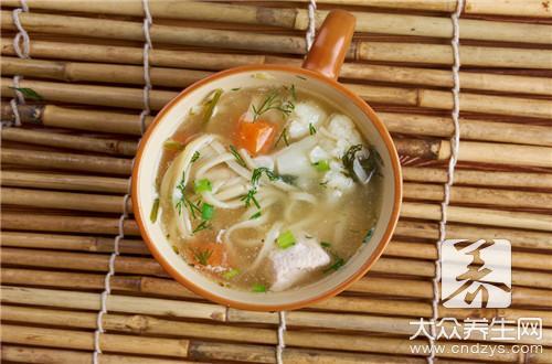 海参三鲜汤要加什么配料